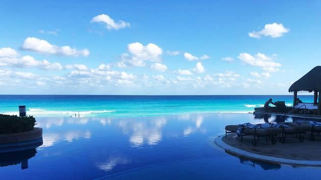 Infinity pool at JW Marriott Cancun Resort & Spa