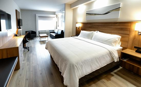 Holiday Inn Express and Suites Room, Trois Rivieres, Quebec