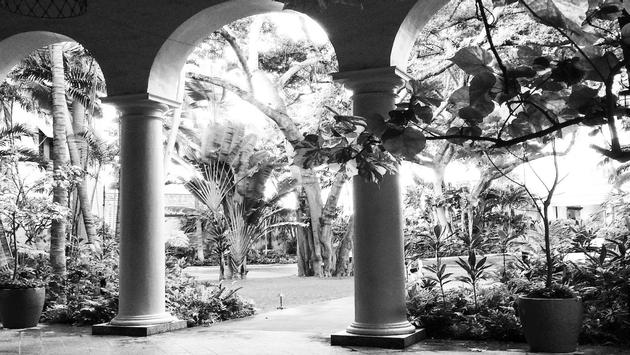 Hotels like the Royal Hawaiian look much as they do today on the exterior, although interiors have changed significantly to accommodate modern travelers. (photo courtesy of Scott Laird)