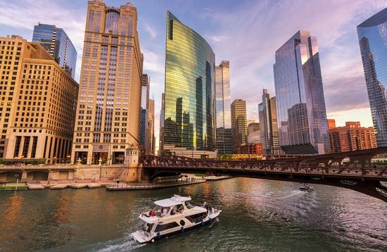 Beautiful Chicago river and Chicago Downtown at sunny day