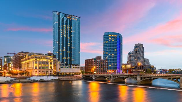 Downtown Grand Rapids, Michigan skyline at night