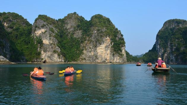 A Ha Long Bay, Vietnam cruise excursion