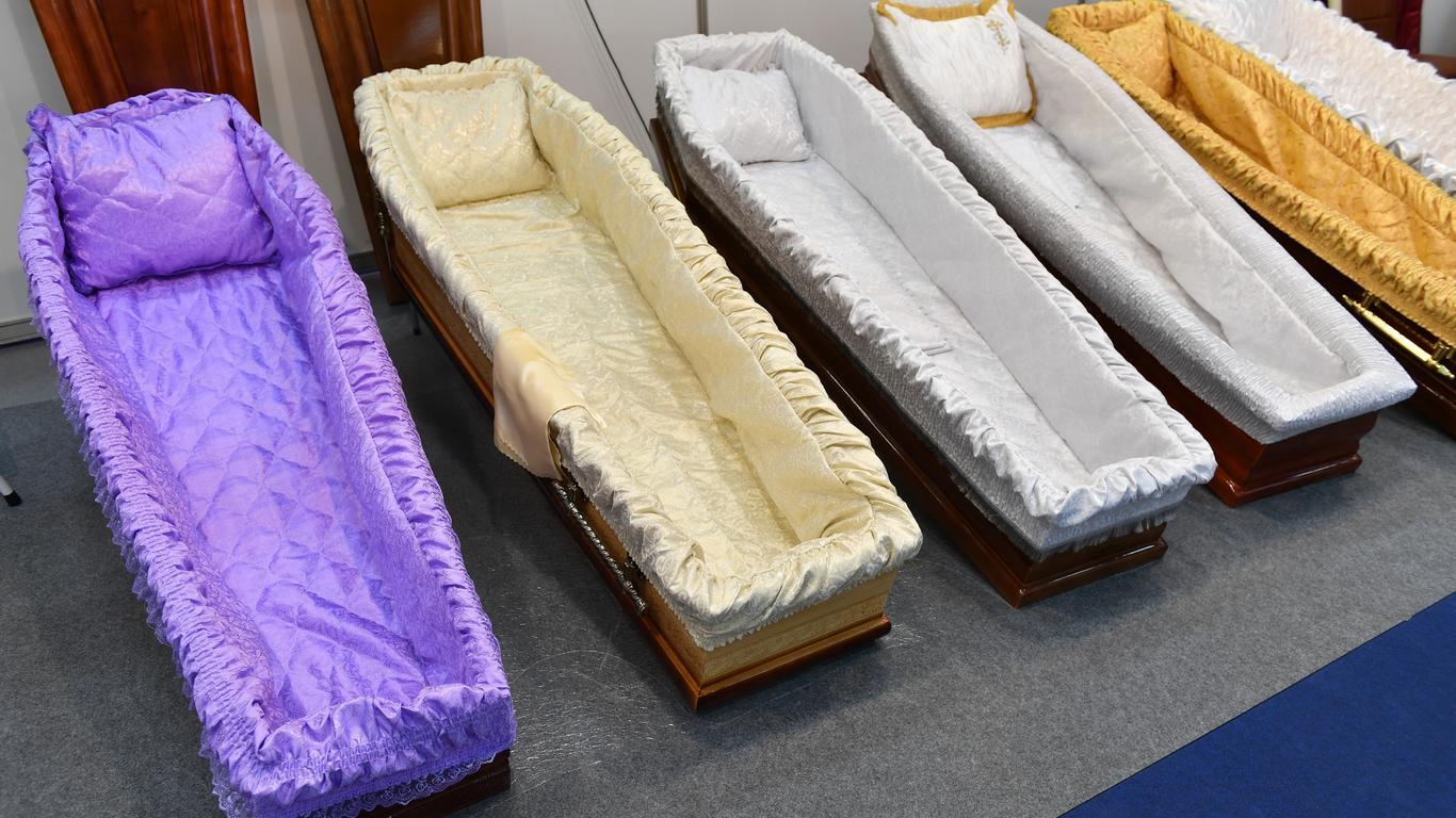 Six Flags Theme Park Bringing Back 30-Hour Coffin Challenge