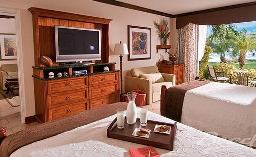 Save up to 55% in Turks & Caicos | French Village Three Bedroom Concierge Suite