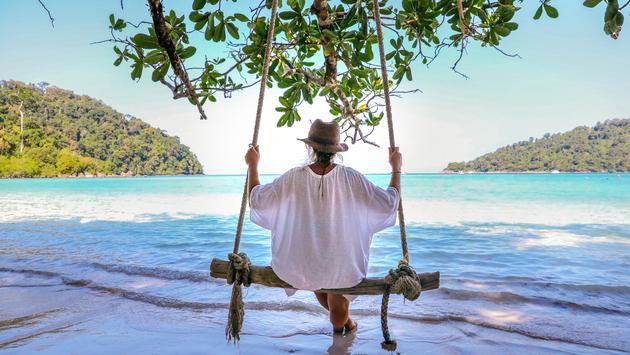 Adventure cruises in Thailand take travelers to exotic beaches