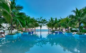 The infinity pool at Grand Sens Cancun