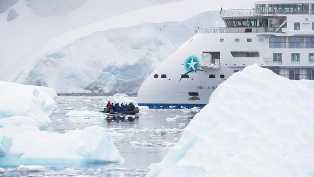 Zodiac expedition in the Antarctic with Aurora Expeditions