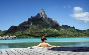 lady in the pool on Bora Bora