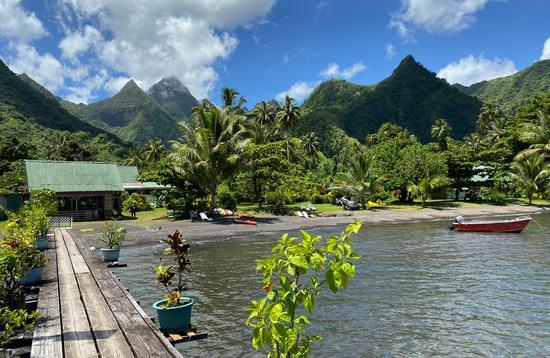 Bonjouir Teahupoo Lodge Paradise on Tahiti island