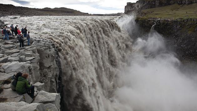 FOTO: Cascada en Islandia (Foto cortesía de Silversea Cruises)
