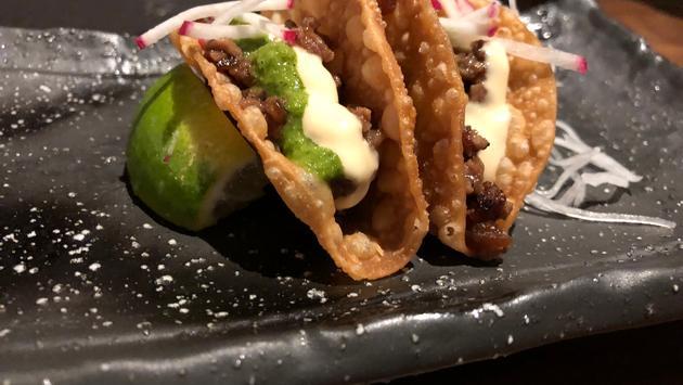 FOTO: Tacos de bistec Wagyu Beef en el Kuro, un restaurante ubicado en el interior del Hard Rock Hotel & Casino de Atlantic City. (Foto de Jack Fenning)