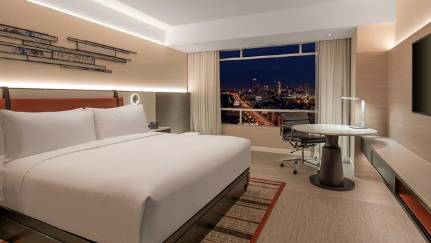 King Deluxe Room at DoubleTree by Hilton Bangkok Ploenchit.