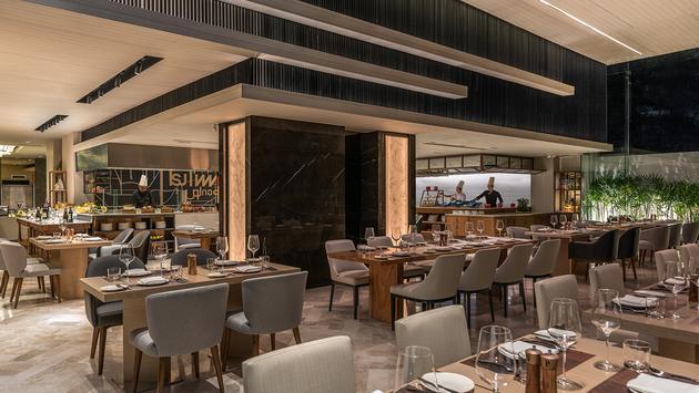 Restaurant at DoubleTree by Hilton Bangkok Ploenchit.