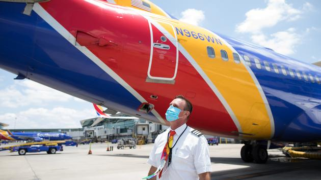 Southwest Airlines Pilot wearing a COVID-era face mask.