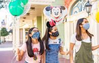 Guests wearing face masks while enjoying Walt Disney World Resort.