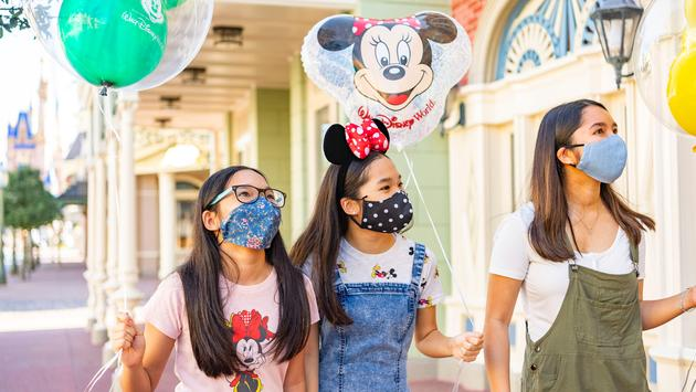 Guests wearing face masks while enjoying Walt Disney World Resort.
