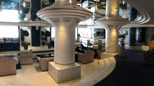 Cape town Peninsula Hotel lobby view