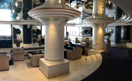 Cape town Peninsula Hotel lobby view