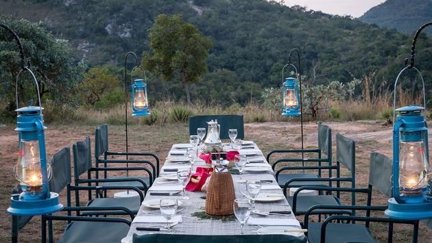 Tomjachu Bush Retreat outdoor dining set up