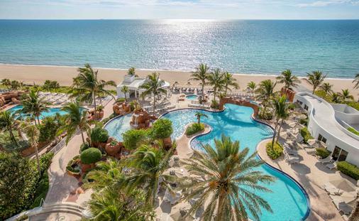 Trump International Beach Resort Pool
