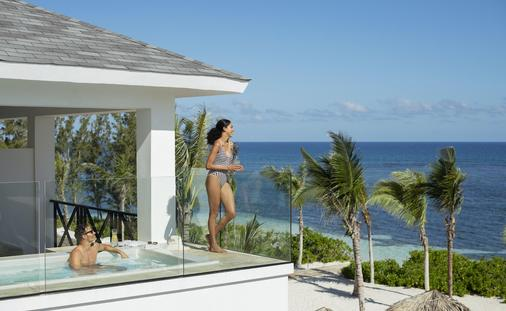 Excellence Oyster Bay private pool