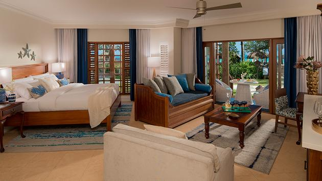 1 Free Night in Tropical Beachfront Three-Bedroom Walkout Grand Butler Family Suite
