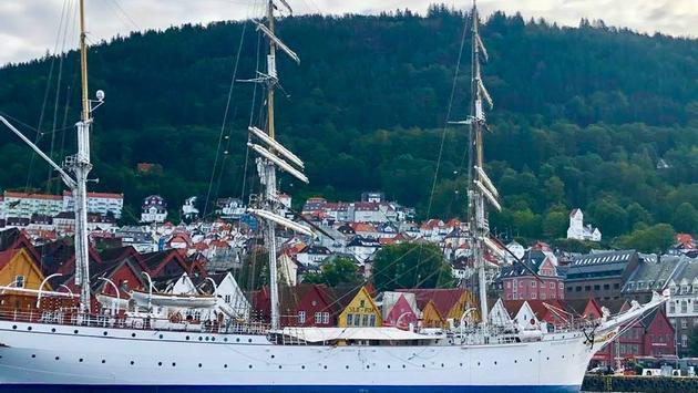 Ships in Bergen's Wharf