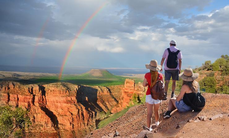 Family hiking in Grand Canyon National Park, Arizona.