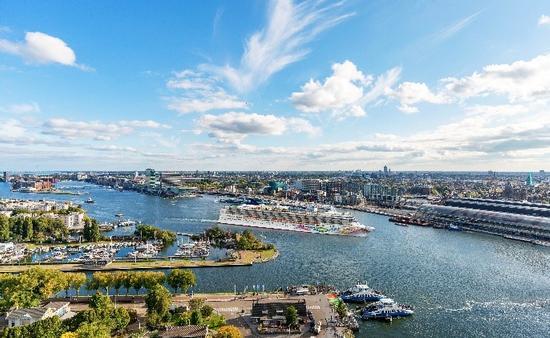 Norwegian Pearl in Amsterdam