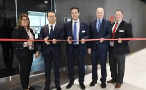 Inauguration du salon Feuille d'érable Express d'Air Canada à Pearson