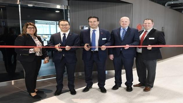 Inauguration du salon Feuille d'érable Express d'Air Canada à Pearson