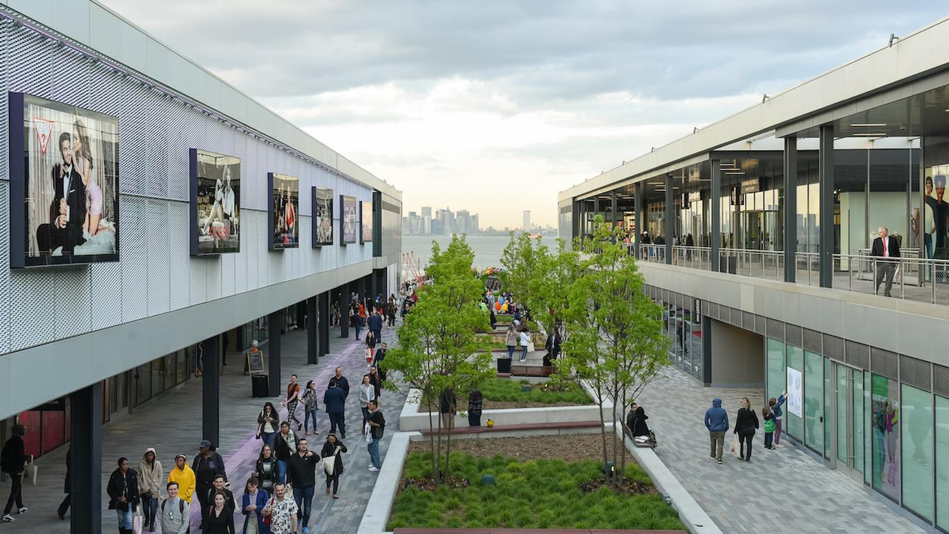 New York City's First Outlet Mall Officially Opens