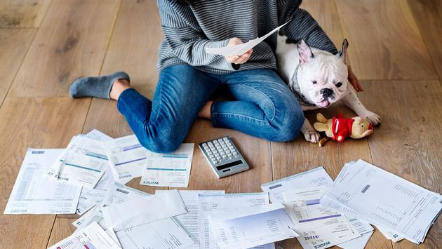 Woman managing the debt (Photo via Rawpixel / iStock / Getty Images Plus)