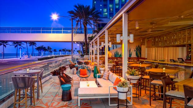 Outdoor bar at the Westin Fort Lauderdale Beach Resort