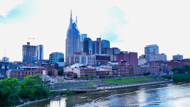 FOTO: Panorámica de Nashville desde el puente de peatones John Seigenthaler. (Foto de Emily Krause)