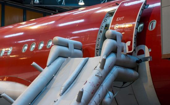 plane, slide, emergency