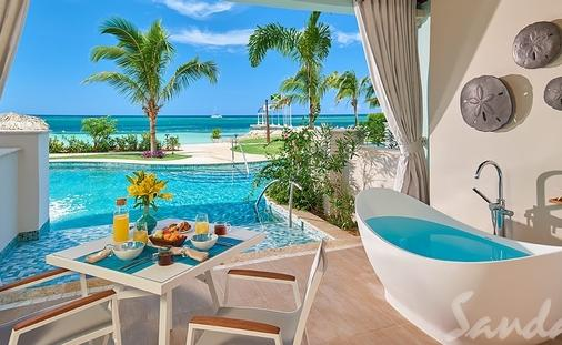 1 Free Night: Beachfront Swim-up Super Luxe One-Bedroom Butler Suite w/ Patio Tranquility Soaking Tub
