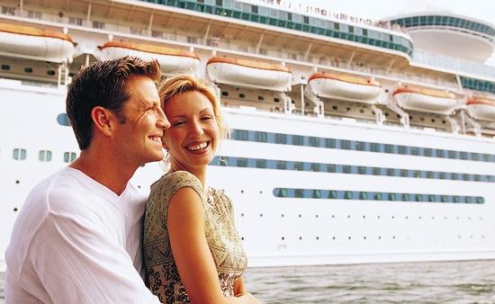 Embracing couple in front of cruise ship
