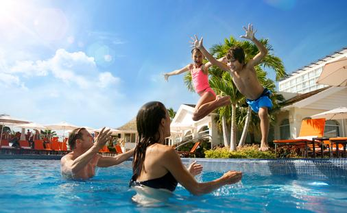 Kids & Teens Stay Free: Palace Resorts