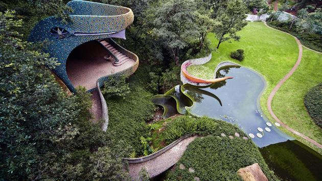 """El """"Nido de Quetzalcóatl"""" fue diseñado por el arquitecto mexicano Javier Senosiain  en 2008. (Foto de Airbnb)"""