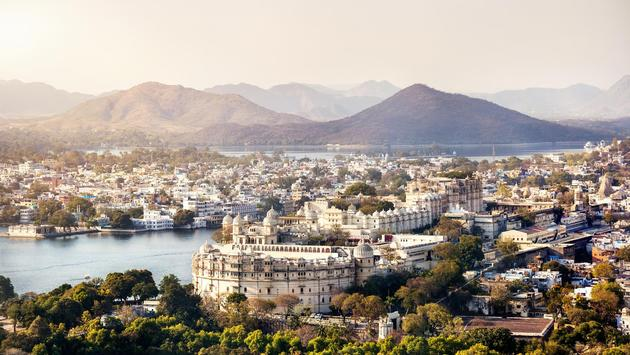 Lake Pichola with City Palace view in Udaipur, Rajasthan, India