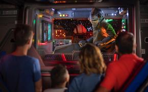 Lieutenant Bek speaks with guests aboard an Intersystem Transport Ship as they blast off Batuu in Star Wars: Rise of the Resistance.