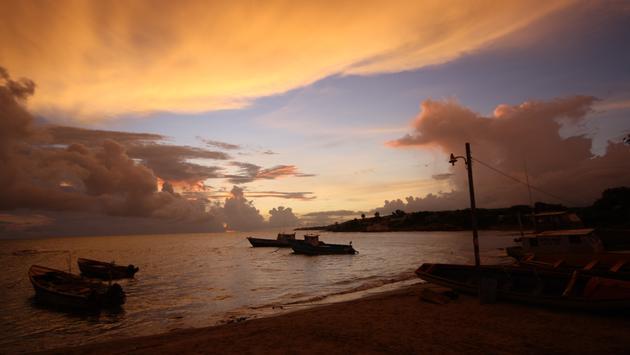 El atardecer cerca de la Isla del Tesoro, Jamaica.