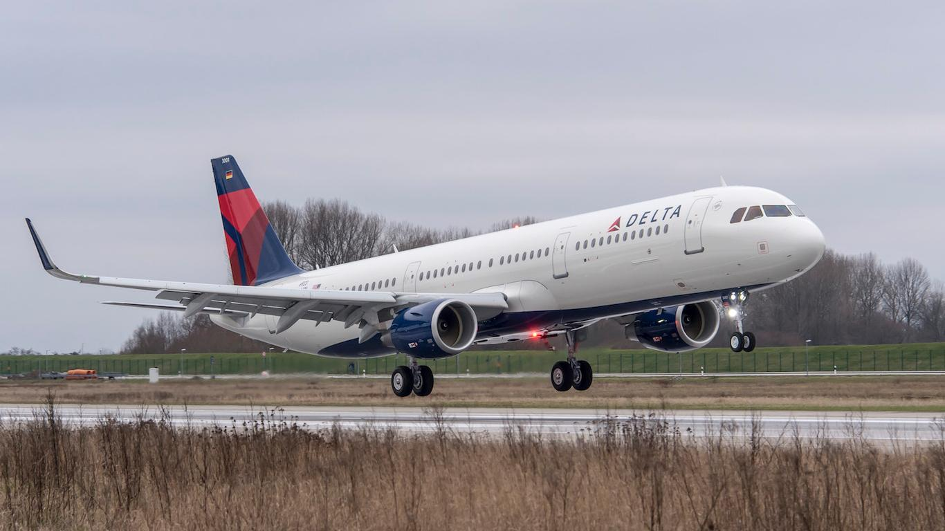 Tara Reid Removed from Delta Flight for Complaining About Seat, Pillow