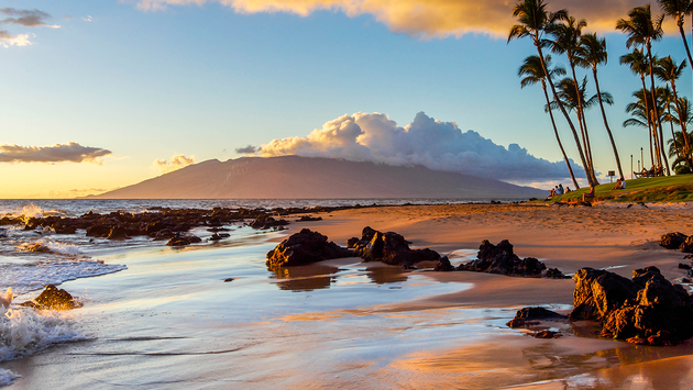Sunset on a Maui Beach (PHOTO: Photo via Matt Anderson / iStock / Getty Images Plus)