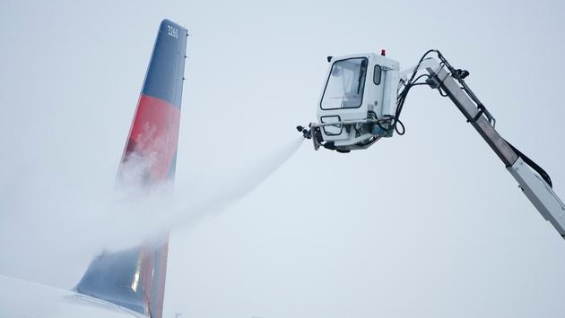 Delta de-icing in Minneapolis/St. Paul