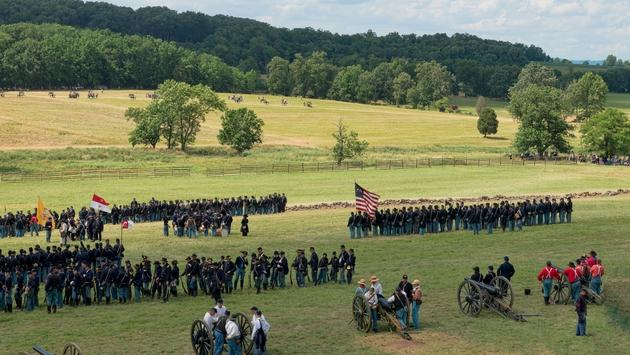 The annual re-enactment of the Battle of Gettysburg draws hundreds of thousands of spectators.