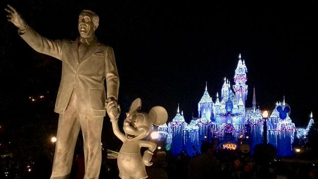 The Partners statue welcomes guests to Disneyland