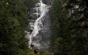 Shannon Falls in Squamish, British Columbia.