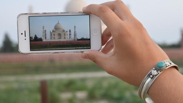 Taking a photo of the Taj Mahal on a smart phone